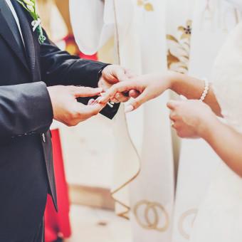 Młoda Żona i(nieaż taki młody) Mąż – mocne małżeństwo