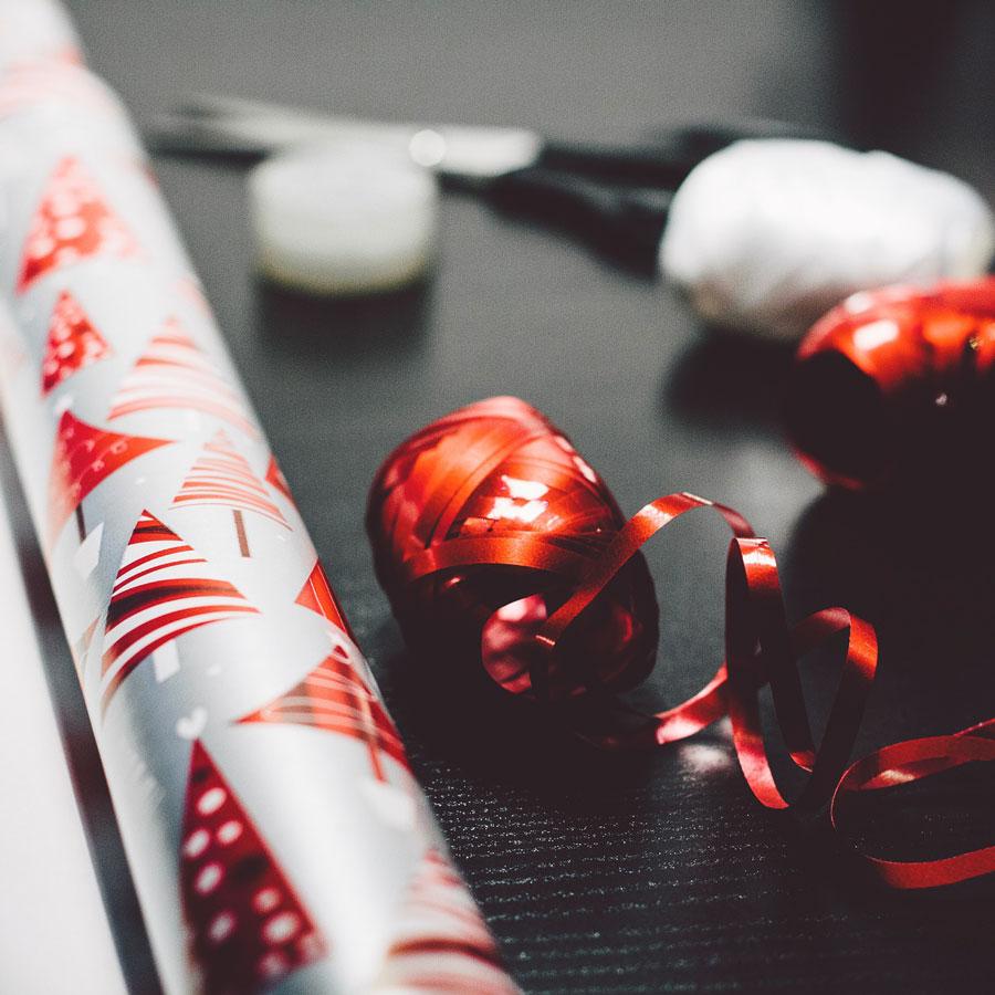 W co zapakować prezent, jeśli niewpudełko ani wozdobny papier dopakowania prezentów?