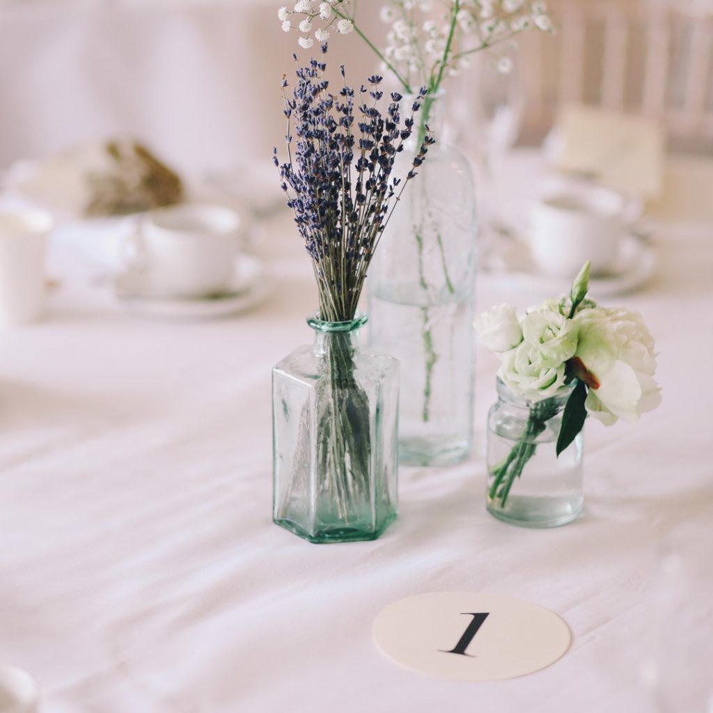 Lawenda jako motyw przewodni ślubu iwesela