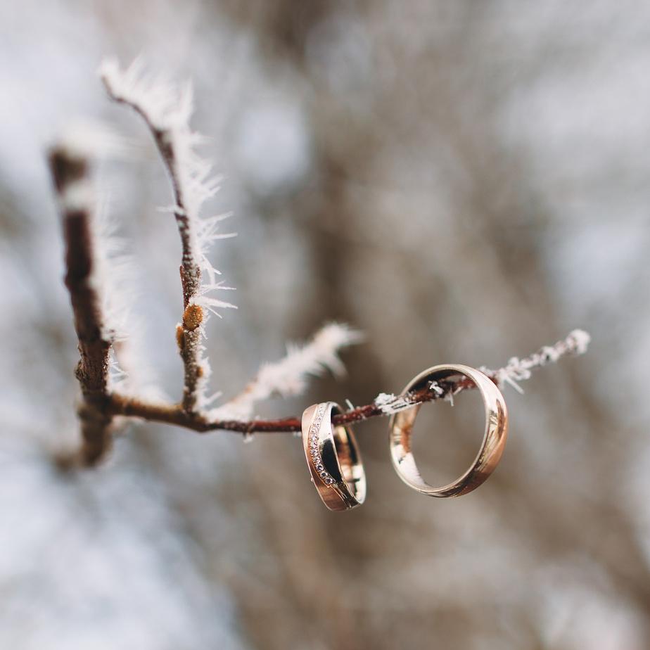 Zimowy ślub - dekoracje, papeteria idodatki naślub zimą